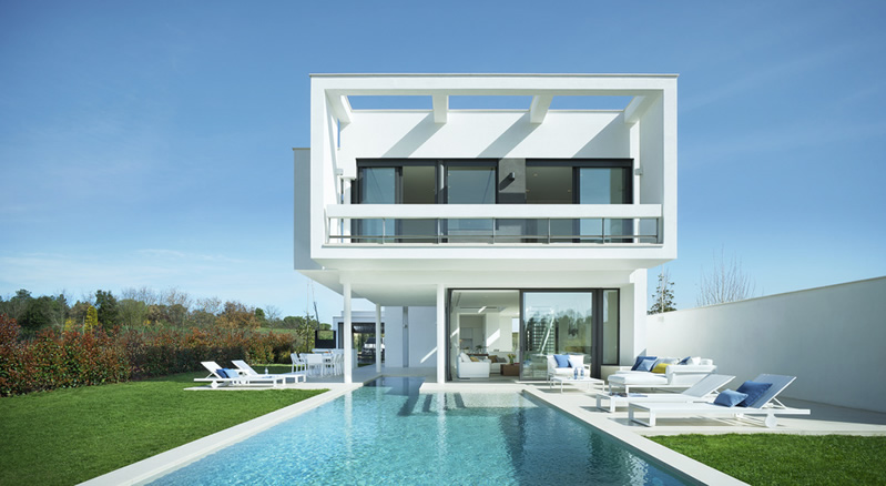 Modern villas for sale in marbella spain contemporary for Ultra modern homes for sale