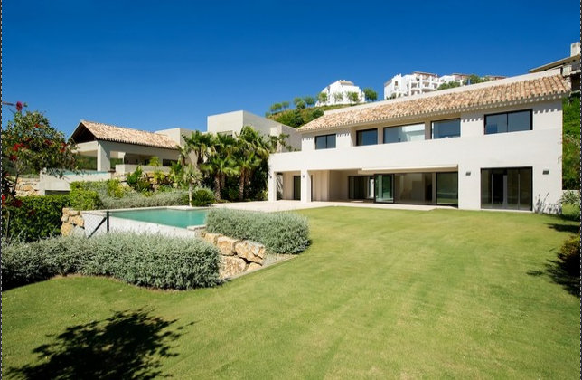 34093 Contemporary Designer Villa in Los Arqueros - Benahavis/Marbella Spain