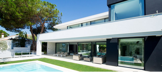contemporary villas by Carlos Lamas Casasola, Guadalmina