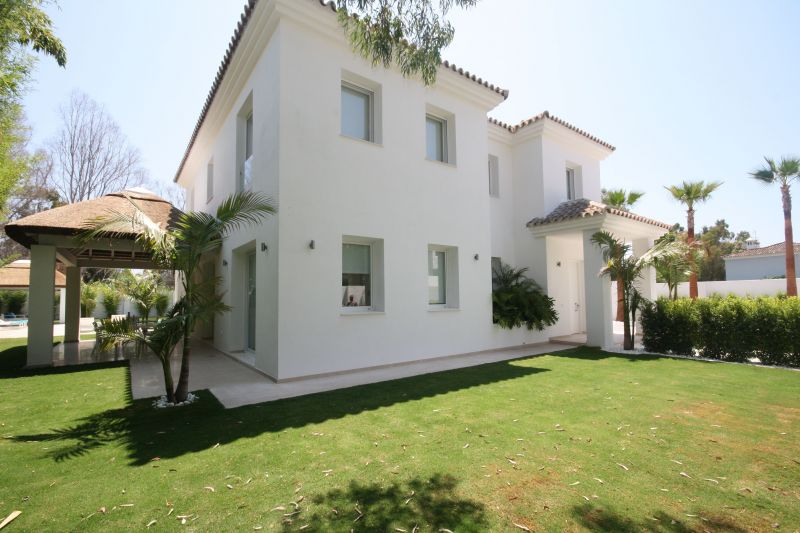 34134-Contemporary-Villa-for-sale-in-La-Mairena-Marbella-East-Spain