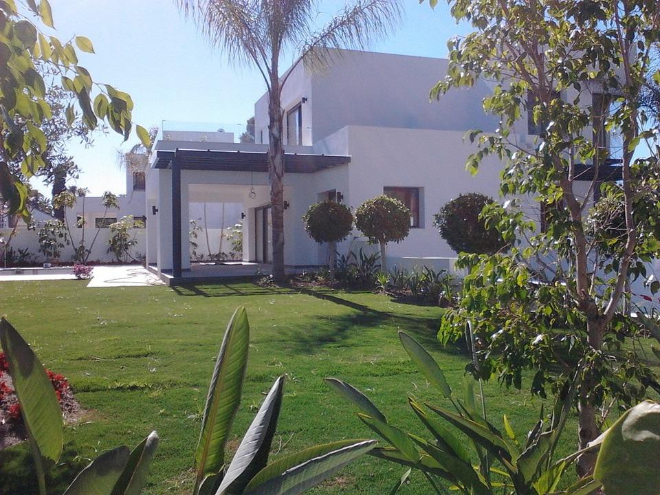 Modern new build villa for sale in El Paraiso Marbella