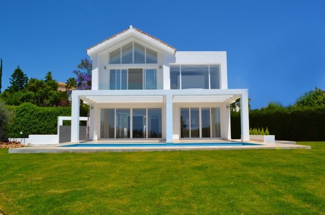 Contemporary villa for sale in El Paraiso in Marbella