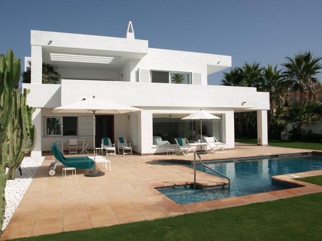 Modern villa for sale in guadalmina baja marbella for Villas modernes architecture
